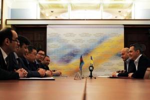 Embajador Khudiyev: Azerbaiyán planea invertir en Ucrania otros $1,5 mil millones