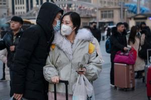 """У Китаї через коронавірус """"закрили"""" вже вісім міст"""