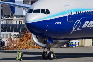 Новый Boeing 777X впервые поднялся в воздух