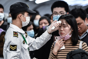 """Відсьогодні пасажирам з Китаю у """"Борисполі"""" мірятимуть температуру"""