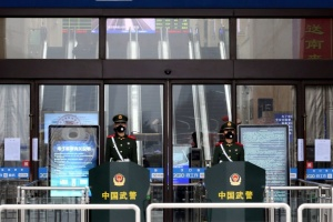 """У Китаї через спалах коронавірусу """"закривають"""" ще одне місто"""