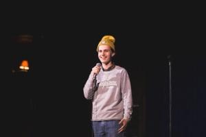 Стендап-комік втік із Росії через інтерес поліції до його жартів