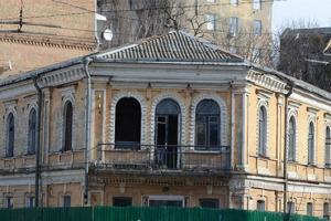 """Історичний будинок з """"балконом Грушевського"""" не має статусу пам'ятки — КМДА"""