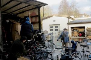 Активісти Латвії відправили до України гумдопомогу для людей з особливими потребами