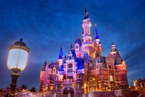 У Шанхаї через коронавірус закрили Disneyland та скасували вистави Cirque du Soleil
