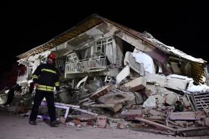 Число жертв землетрясения в Турции достигло 20