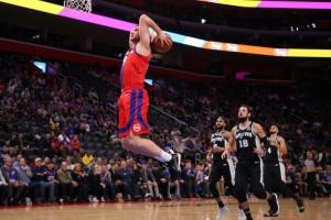 НБА: Михайлюк набрав 14 очок, «Детройт» програв «Мемфісу»