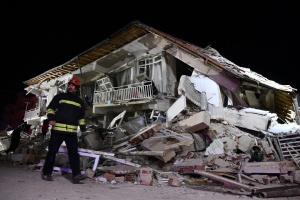 Количество жертв землетрясения на востоке Турции возросло до 10