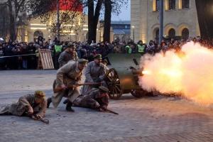 """В Киеве провели реконструкцию боя за """"Арсенал"""""""