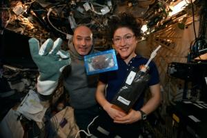 Астронавти вперше приготували їжу в космосі