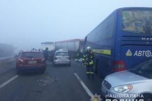 """На трасі """"Одеса-Київ"""" зіштовхнулися 11 авто, є загиблий"""