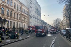 У будівлі колишнього Мінкульту - пожежа, людей евакуювали