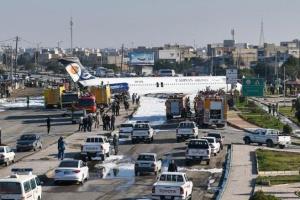 В Ірані пасажирський літак виїхав на дорогу під час посадки
