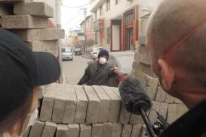 В китайских деревнях строят стены и пункты пропуска, чтобы защититься от коронавируса
