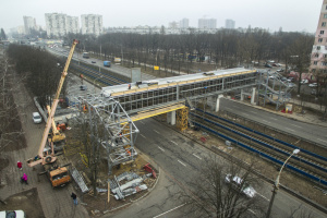 Кличко показав, як ремонтують міст над швидкісним трамваєм