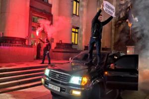 У Харкові оштрафували протестувальника, який загнав авто на тротуар під ОДА