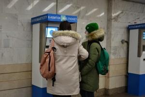 """У столичному метро назвали станції, де """"безконтактний"""" проїзд - найпопулярніший"""