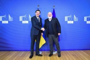 Hontscharuk und Vizepräsident der EU-Kommission Timmermans sprechen über Green Deal