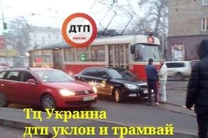 Столичні трамваї й тролейбуси збилися з графіків через ДТП