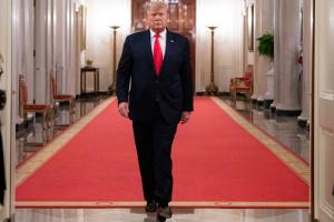 Трамп розширив дію воєнного закону на випуск апаратів ШВЛ