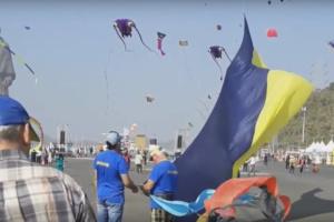 Українські кайтери виступили на фестивалі повітряних зміїв в Індії