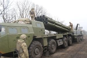 """Украинские военные провели на Донбассе учения со """"Смерчами"""""""