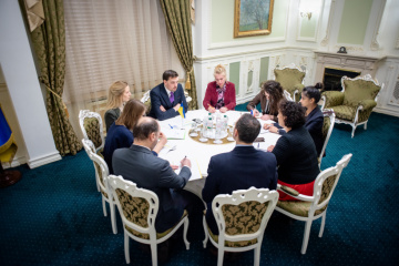 El primer ministro Goncharuk y la embajadora Simmons discuten la cooperación después de Brexit