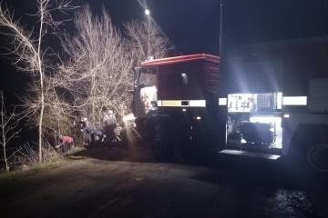 Auto versinkt in Teich: Vier Insassen tot