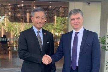 Prystaiko se reúne con el ministro singapurense de Exteriores