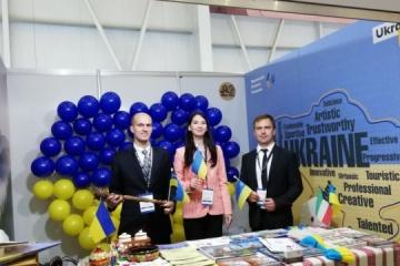La Embajada representa a Ucrania en una exposición turística dentro del Salón de Aviación de Kuwait