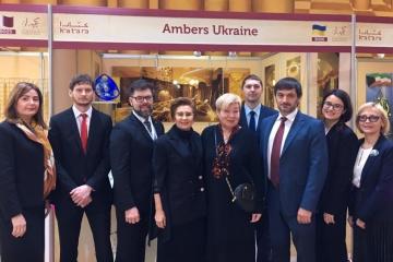 Ámbar ucraniano presentado en la exposición internacional de Qatar