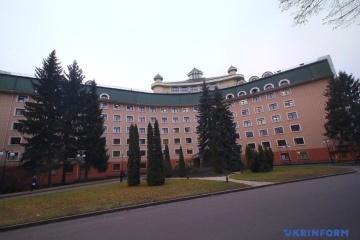 ゼレンシキー大統領とイェルマーク大統領府長官、市内の病院に入院中