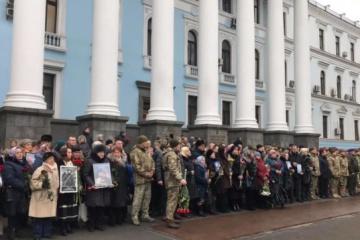 Ukrainian president commemorates Donetsk airport defenders