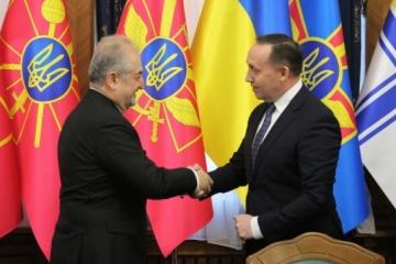 Ucrania y Turquía firman un protocolo sobre cooperación en materia de defensa