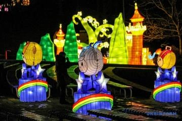 Spectacle de lumière, combats au feu et «armée de terre cuite»: le Nouvel An chinois célébré à Kyiv