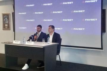 Хргович оценил перспективы Усика в супертяжелом дивизионе