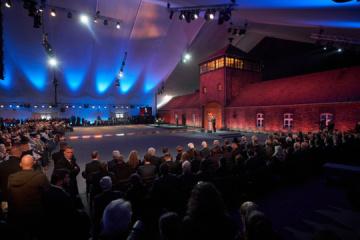 Zełenski uczestniczył w uroczystościach z okazji 75. rocznicy uwolnienia obozu koncentracyjnego Auschwitz-Birkenau