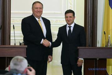 Zelensky et Pompeo ont discuté du Donbass et du Bélarus au téléphone