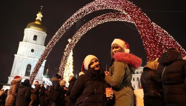 Новий рік на Софійській площі Києва зустріли понад 100 тисяч людей