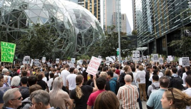 Кліматичні активісти з Amazon заявили, що компанія погрожувала їм звільненням