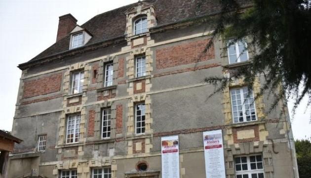 У Франції чоловік влаштував стрілянину у мерії, а потім застрелився