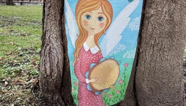У Дрогобичі туристам пообіцяли подарунки за знайдених у парку ангелів