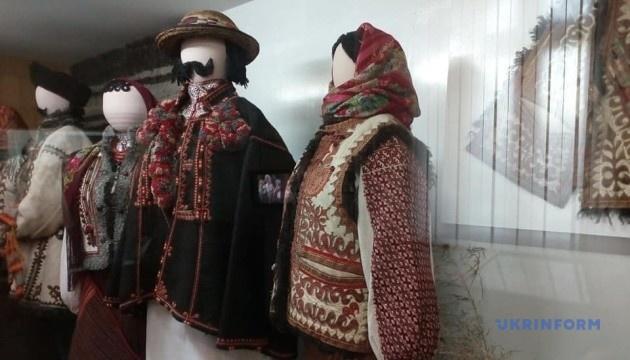 Музей у Коломиї: магічні знаки гуцулів, портрет цісаря та бартка Івана Франка
