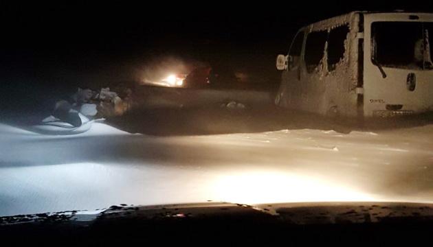 Негода на Одещині: закриті дві дороги, люди стоять в кілометрових пробках