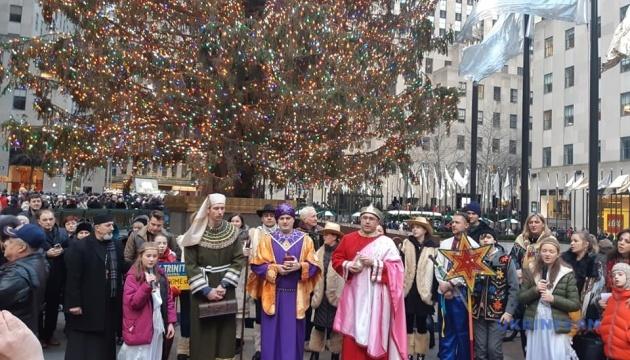 Украинцы устроили вертеп возле главной елки Нью-Йорка