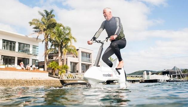 У США презентували водяний електровелосипед