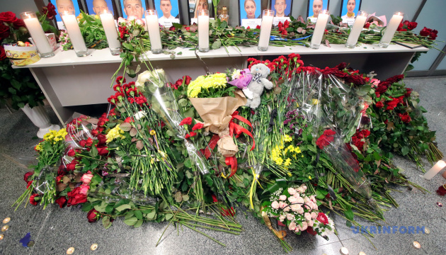 ボリスピリ空港にて航空機墜落の犠牲者追悼行事開催 大統領も献花