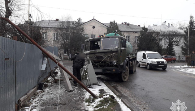 Через ожеледицю в Ужгороді та Мукачеві за пів дня сталося 14 ДТП