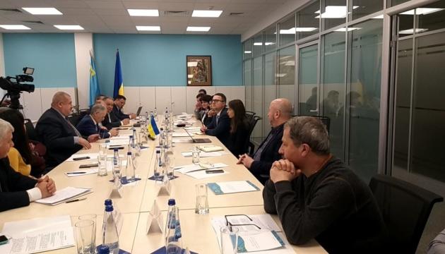 Представник Зеленського обговорив із лідерами Меджлісу звільнення кримських татар
