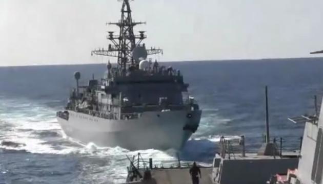 Російський корабель небезпечно наблизився до есмінця США